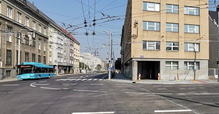 Opravená křižovatka Českobratrské ulice a Sokolské třídy. Foto: Petr Havránek