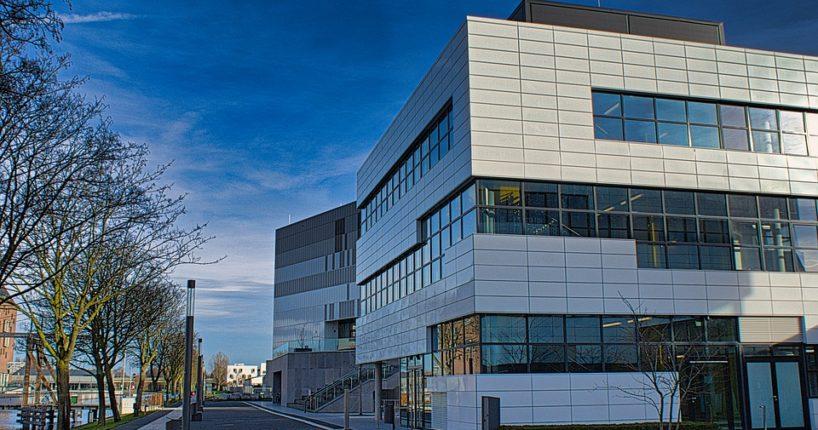Okolí univerzitních budov bude upraveno